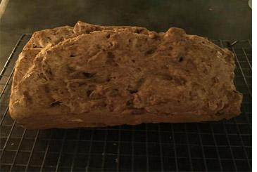 Cake van speltmeel en noten